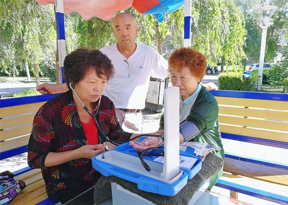 幸福社区生活馆 | 社区义务血压站:互助自助,构建和谐社区